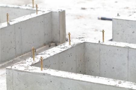 建物の荷重を基礎全体で分散して受け止めるベタ基礎