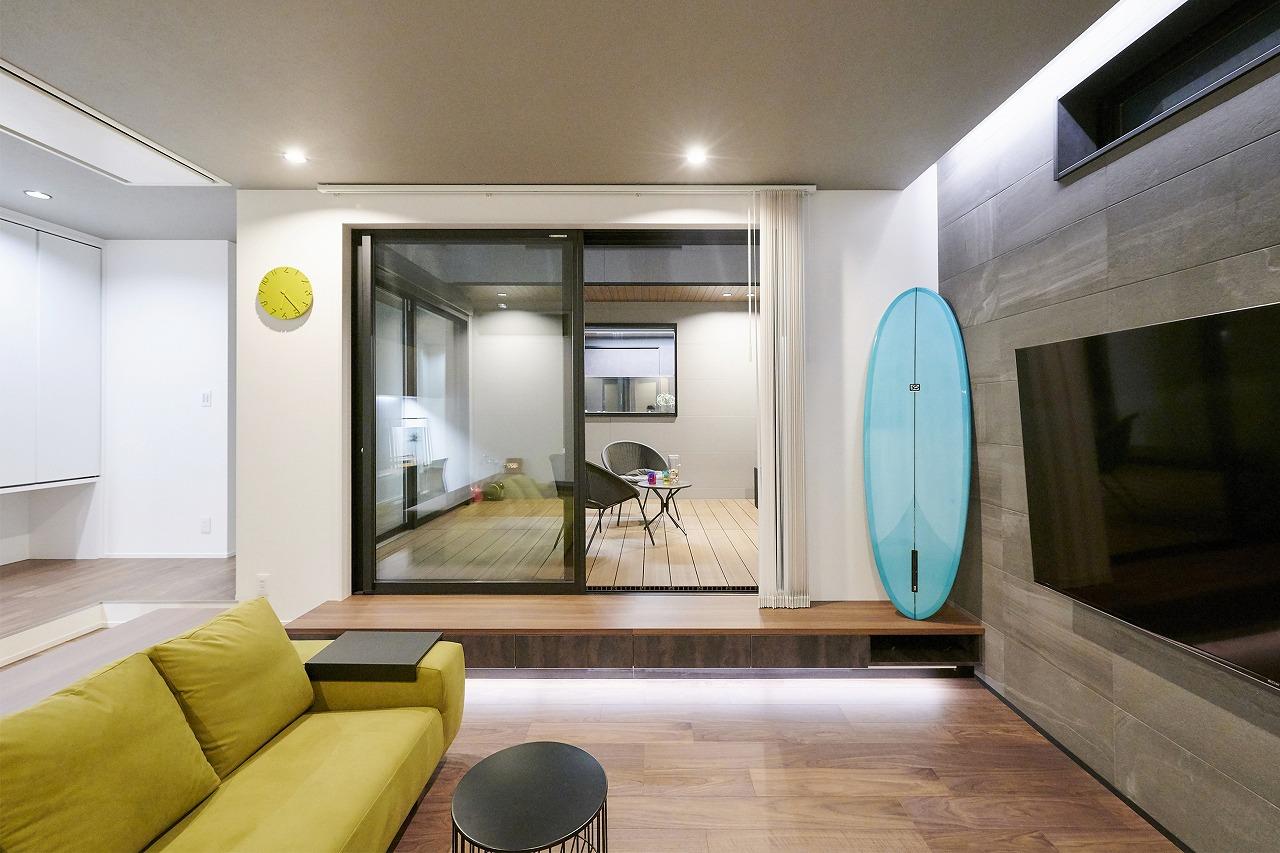 都会から海に通うサーファーのための家